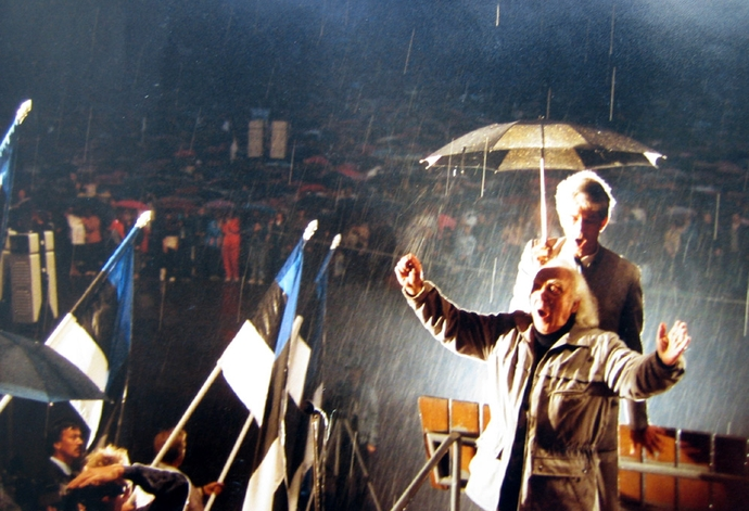 National anthem in rain – conducted by Gustav Ernesaks